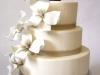 bruidstaart-strak-met-hand-gemaakte-lelys-eclairgebak