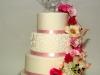 bruidstaart_met_veel_hand_gemaakte_bloemen_eclair_gebak
