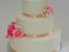 bruidstaart_strak_hand_gemaakte_bloemen_eclairgebak