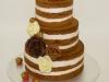 nackedcake_bruidstaart_verse_aardbeieen_hand_gemaakte_rozen_chocolade_eclairgebak