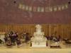 sweet_table_bruidstaart_met_a_hand_gemaakte_bloemen_eclairgebak